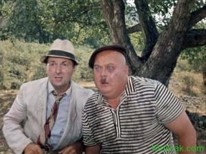 """Трус и Бывалый на фоне """"Никулинского ореха"""" в Лучистом под Демерджи."""